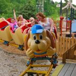Holiday World - Howler - 002