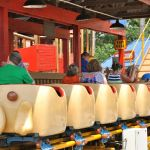 Holiday World - Howler - 010